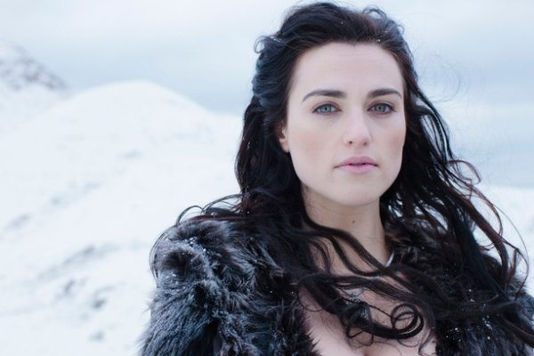SUPERGIRL | Katie McGrath será Lena Luthor na 2ª temporada